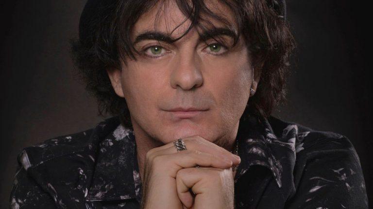 Il cantautore Vincenzo Incenzo