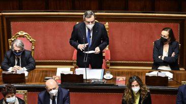 Il presidente del Consiglio Mario Draghi mentre riferisce alle Camere